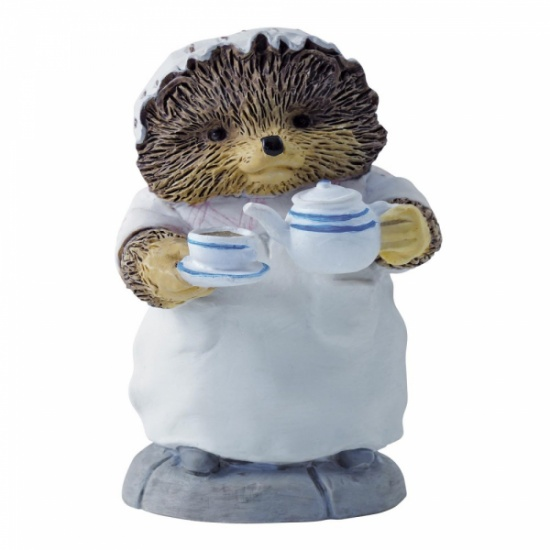 Beatrix Potter Mrs Tiggy-Winkle Pouring Tea Mini Figurine / Ornament
